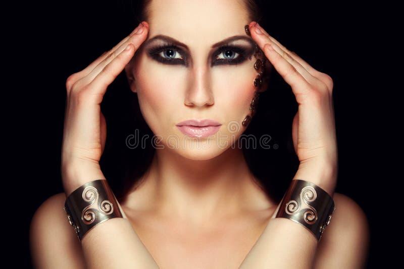 Ritratto della donna mistica con trucco esagerato fotografia stock libera da diritti