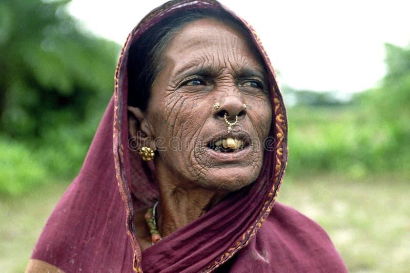 Ritratto della donna nomade molto anziana del Bengala fotografia stock libera da diritti