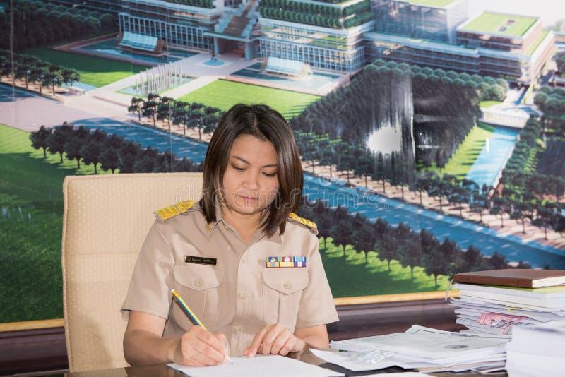 Download Ritratto Della Donna Parlamentare Tailandese Dell'uniforme Dell'ufficiale Fotografia Stock Editoriale - Immagine di femmina, professionista: 56880003