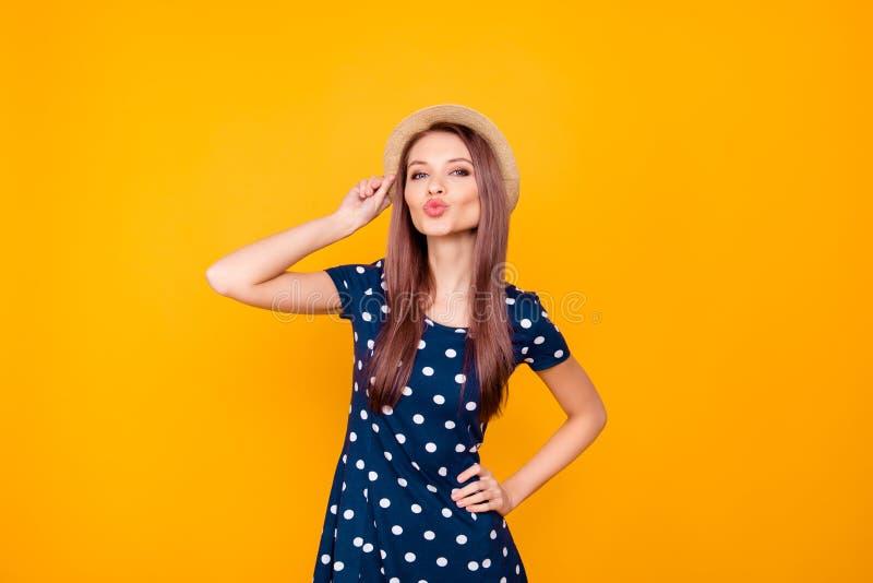 Ritratto della donna sexy, piacevole, adorabile, graziosa, adorabile nella Polka immagine stock