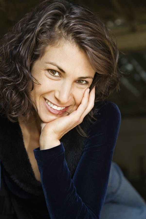 Ritratto della donna sorridente. fotografie stock