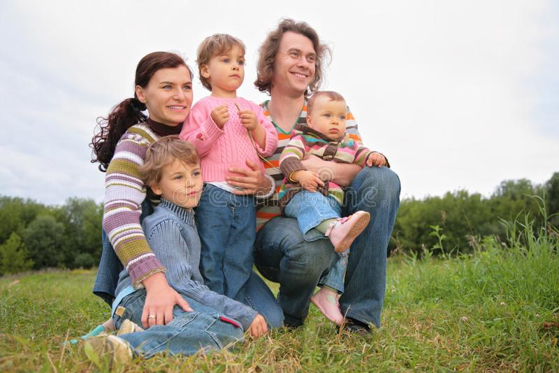Una Famiglia Del Ritratto Cinque Immagine Stock Gratis