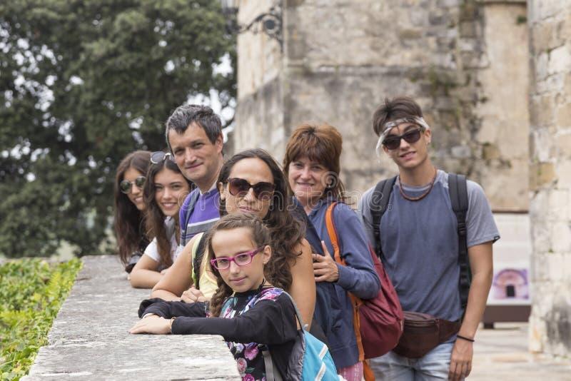 Ritratto della famiglia sulla vostra vacanza in San Vicente de la Barquera, fotografia stock