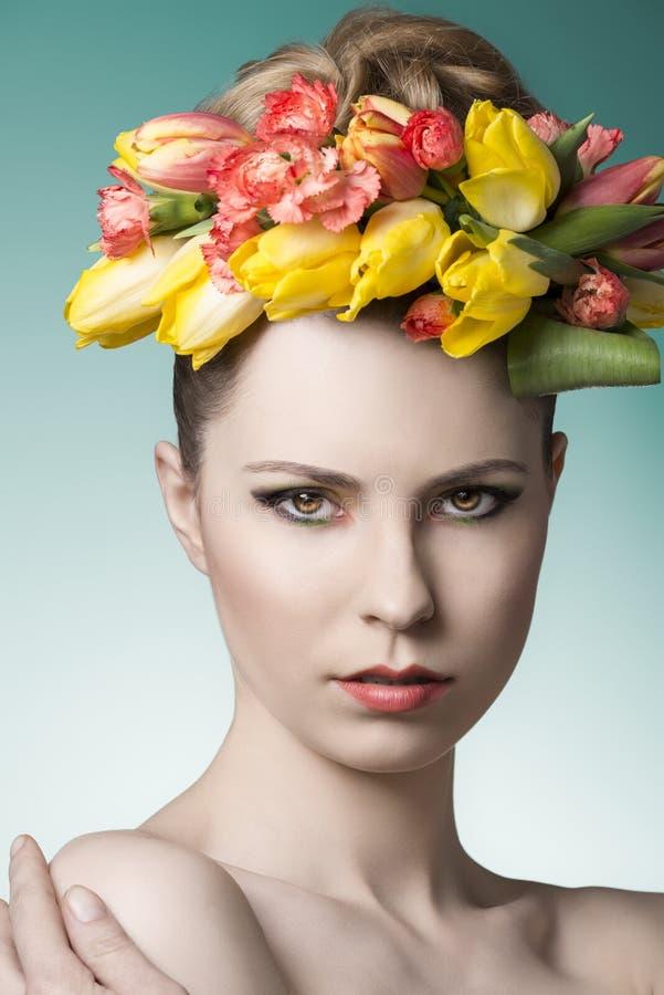 Ritratto della femmina della molla di bellezza immagine stock libera da diritti