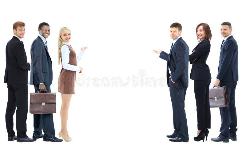 Ritratto della gente di affari sorridente felice che mostra l'AR in bianco fotografia stock