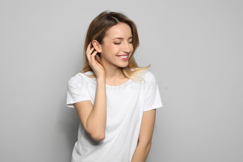 Ritratto della giovane donna con il bello fronte fotografie stock libere da diritti