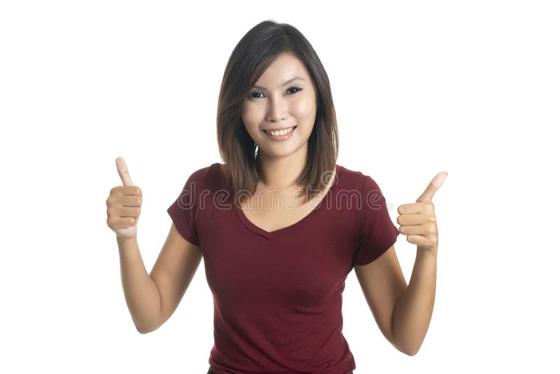 Ritratto della giovane donna d'avanguardia che mostra pollice su sopra backgr grigio fotografia stock