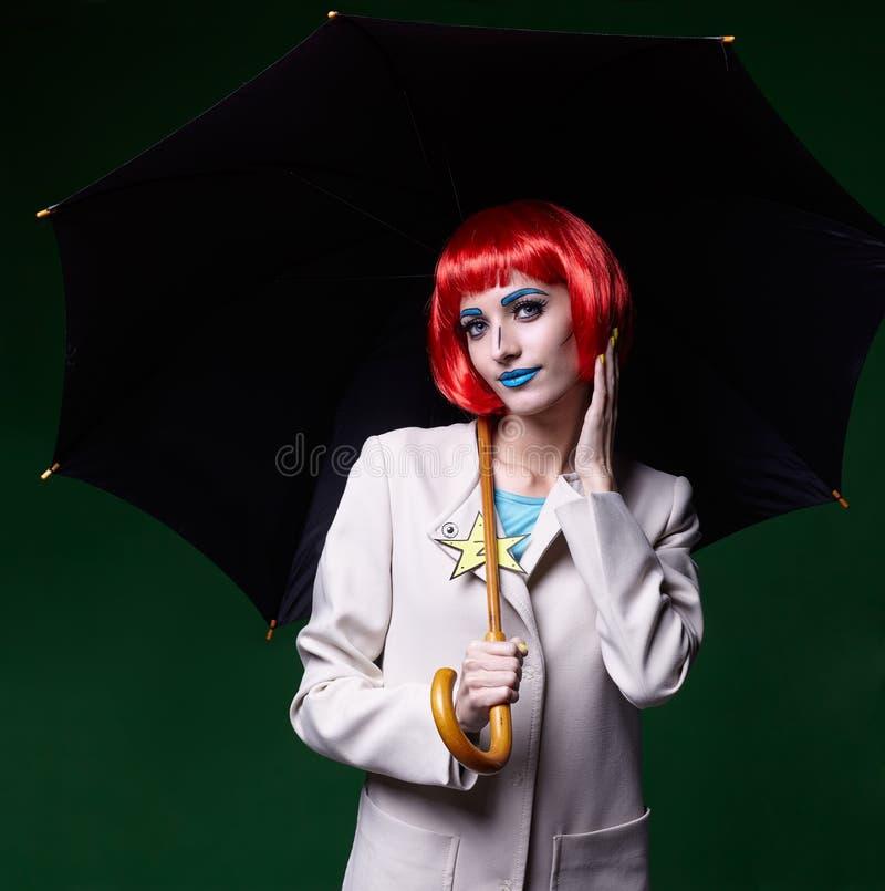 Ritratto della giovane donna nello stile comico di trucco di Pop art con umbr immagini stock libere da diritti