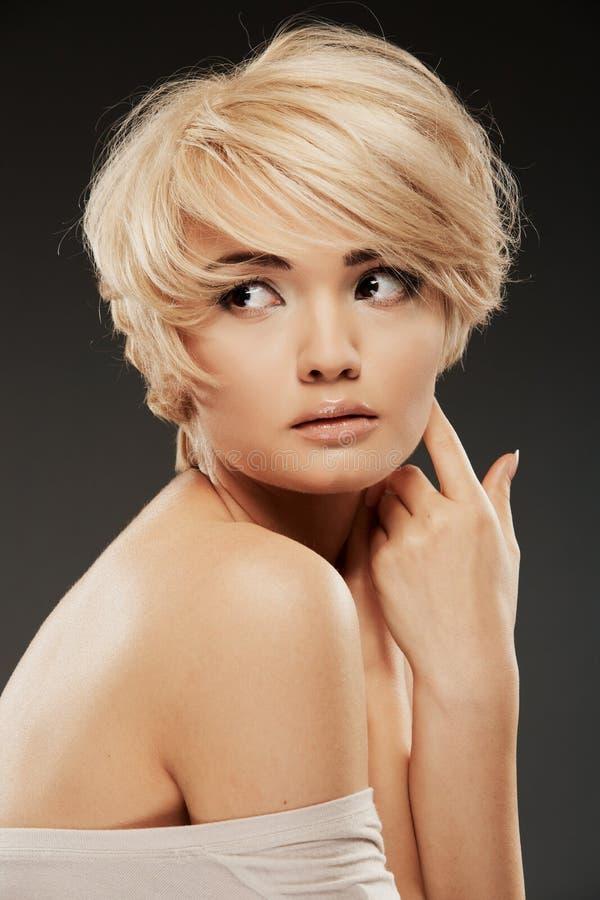 Ritratto della giovane donna Tiro dello studio di bellezza del primo piano immagine stock libera da diritti