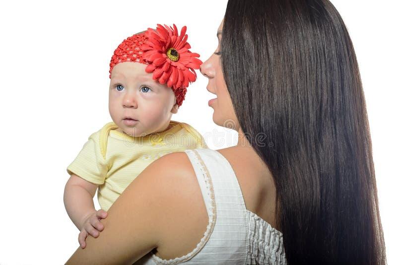 Ritratto della madre e del bambino isolati immagini stock libere da diritti