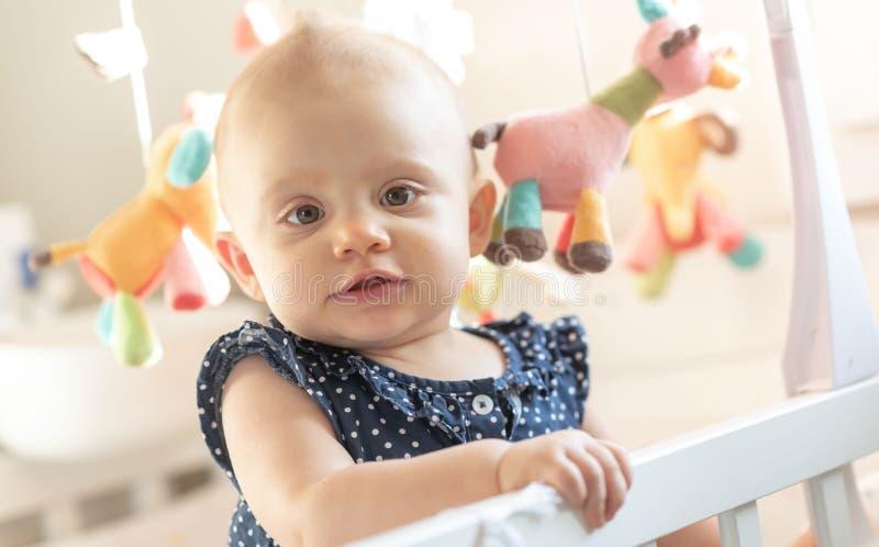 Ritratto della neonata sveglia fotografia stock libera da diritti