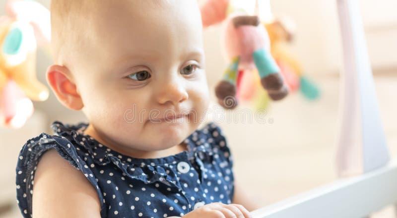 Ritratto della neonata sveglia immagini stock