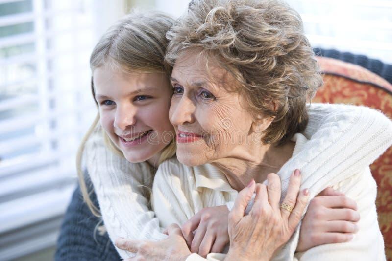 Ritratto della nonna felice con il nipote immagini stock libere da diritti