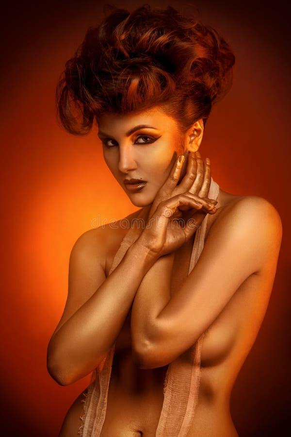 Ritratto della ragazza adulta sessuale in fasciatura fotografie stock libere da diritti
