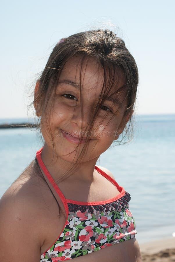 Ritratto della ragazza alla spiaggia fotografia stock libera da diritti