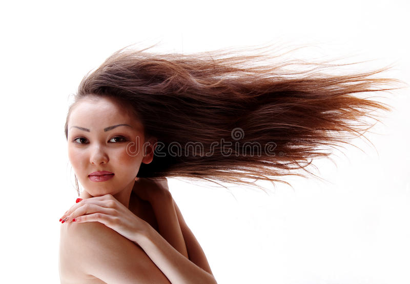 Ritratto della ragazza asiatica con i capelli scorrenti immagine stock libera da diritti