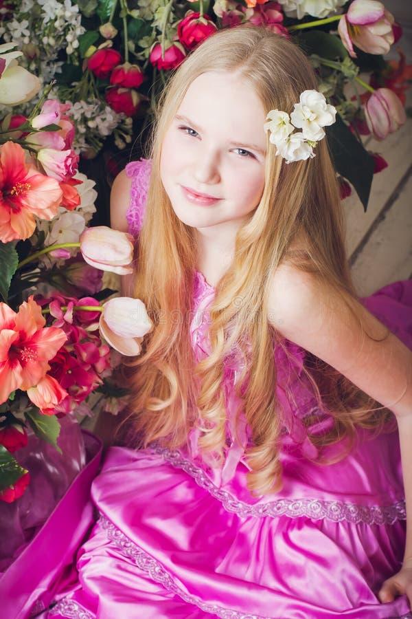 Ritratto della ragazza attraente fotografia stock