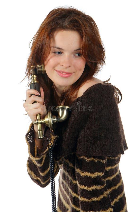 Ritratto della ragazza che parla dal telefono fotografia stock libera da diritti