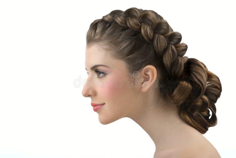 Ritratto della ragazza con capelli in modo bello posti immagine stock