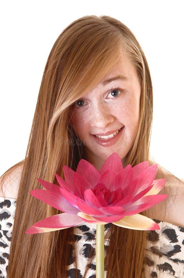 Ritratto della ragazza con il fiore. fotografie stock libere da diritti