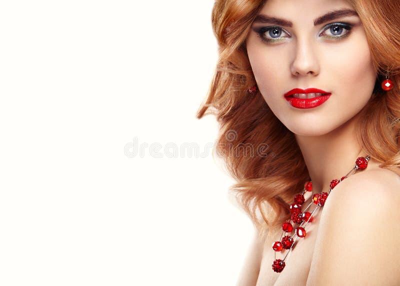 Ritratto della ragazza della testarossa del modello di moda di bellezza immagini stock libere da diritti