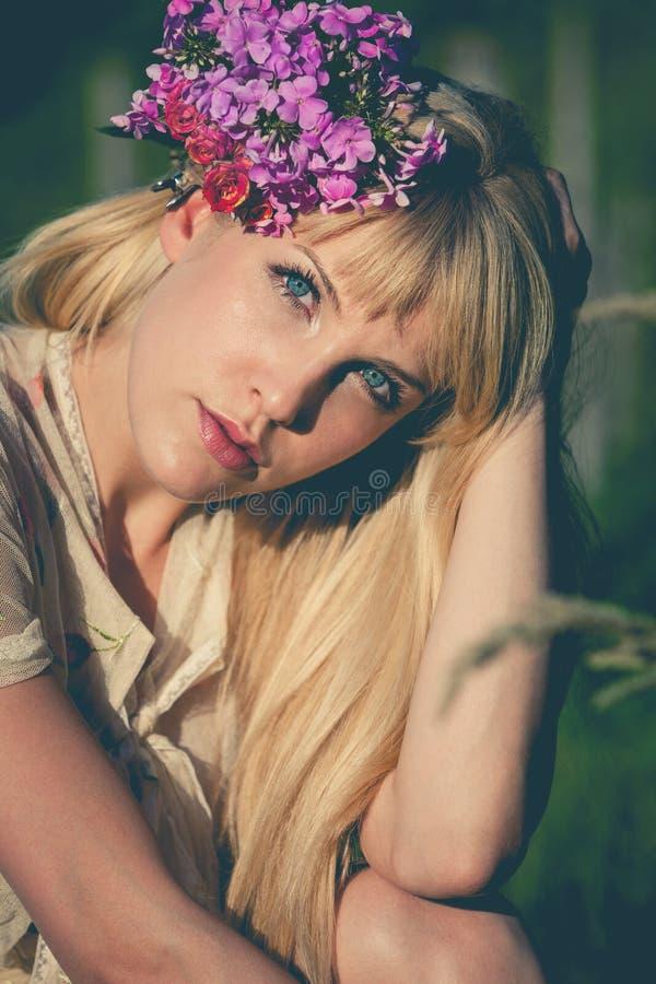 Ritratto della ragazza di estate immagini stock libere da diritti