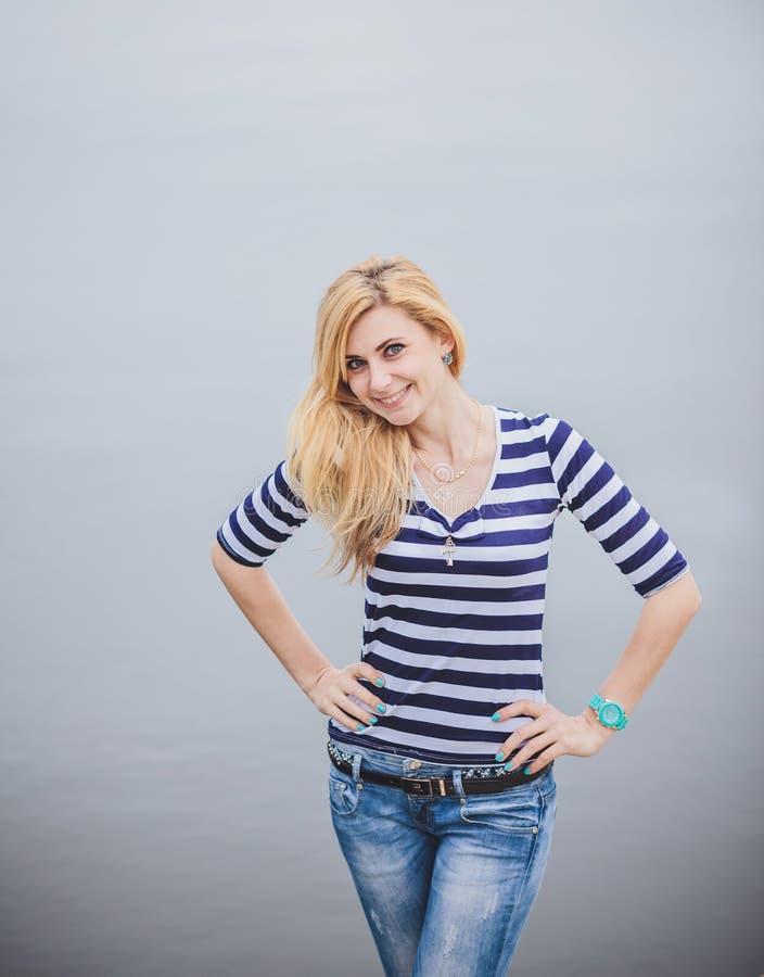 Ritratto della ragazza di estate fotografie stock libere da diritti