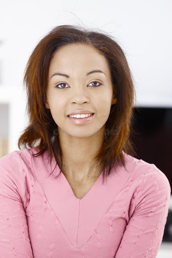 Ritratto della ragazza etnica attraente fotografia stock libera da diritti