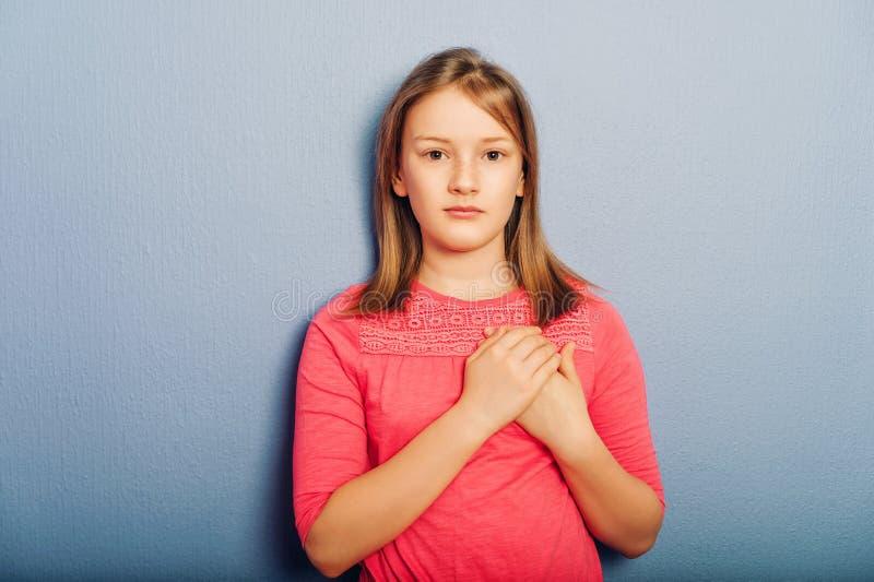 Ritratto della ragazza graziosa del bambino fotografia stock