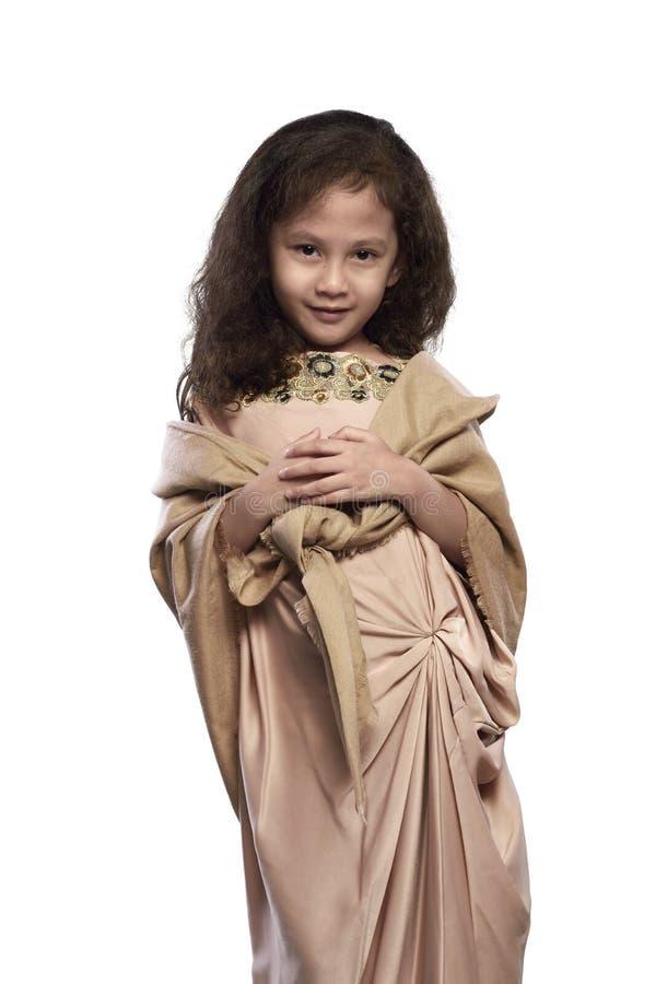 Ritratto della ragazza musulmana asiatica con il vestito tradizionale fotografie stock libere da diritti