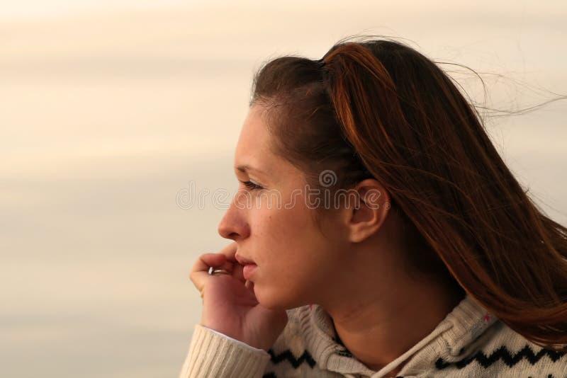 Ritratto della ragazza. Sideview immagine stock