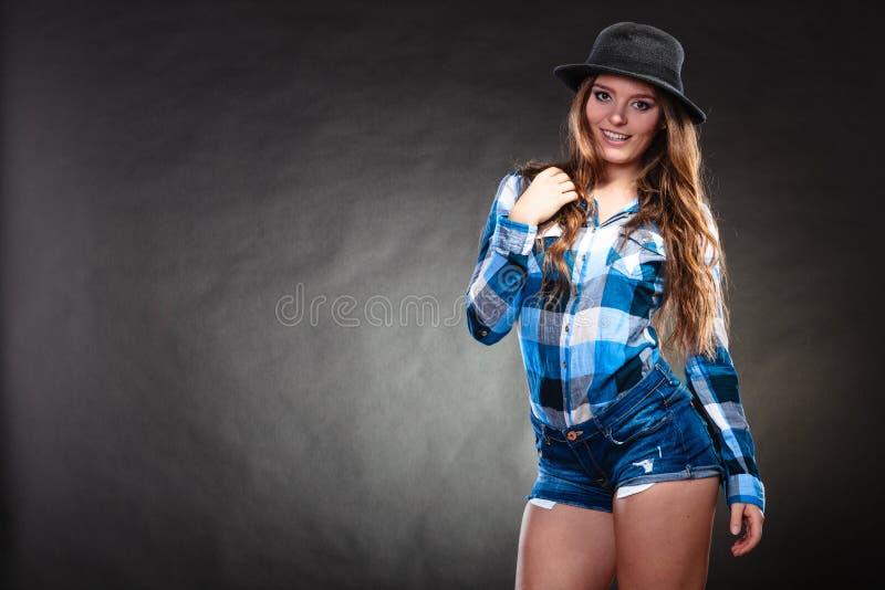Ritratto della ragazza splendida della donna del paese Modo immagini stock libere da diritti