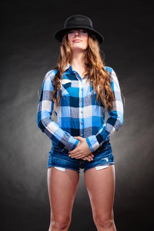 Ritratto della ragazza splendida della donna del paese Modo fotografia stock libera da diritti