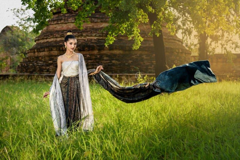 Ritratto della ragazza tailandese tradizionale fotografie stock libere da diritti