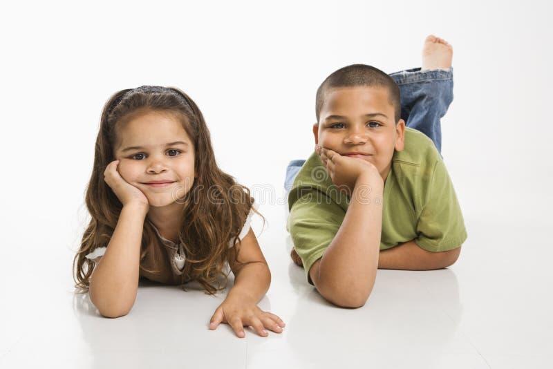 Ritratto della sorella e del fratello. fotografia stock