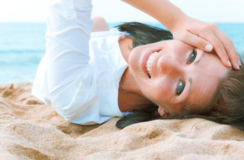 Ritratto della spiaggia della donna immagini stock