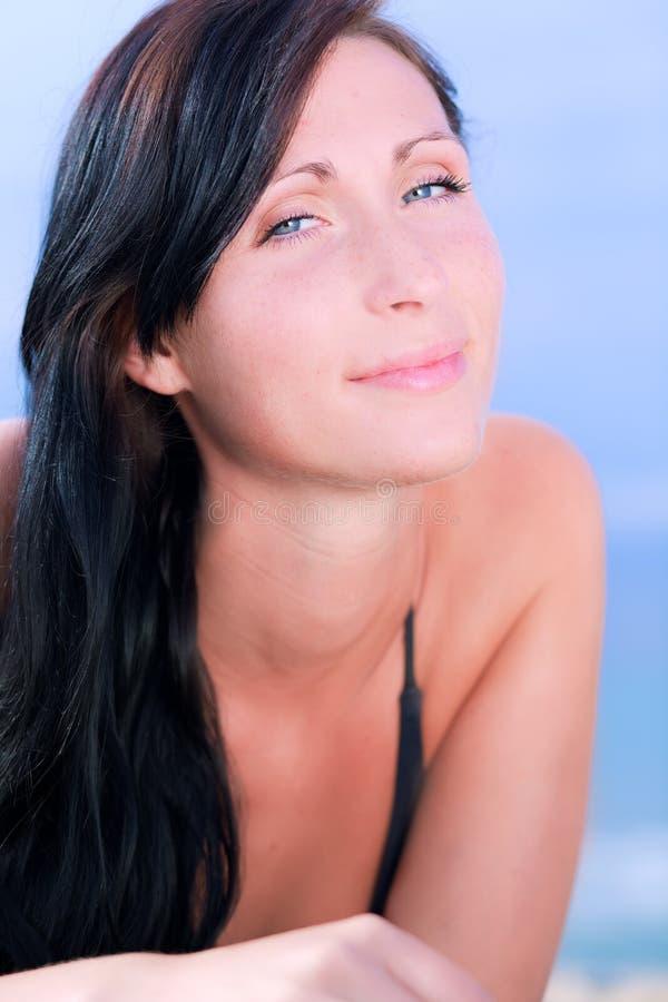 Ritratto della spiaggia della donna immagini stock libere da diritti