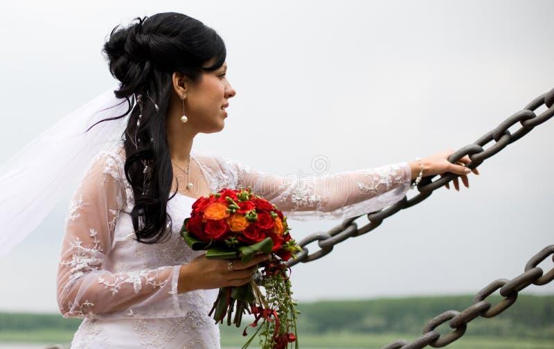 Ritratto della sposa con i fiori di cerimonia nuziale fotografie stock libere da diritti