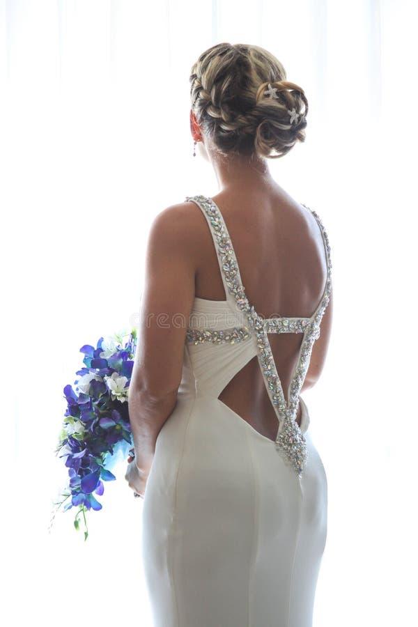 Ritratto della sposa di bello vestito posteriore aperto fotografia stock libera da diritti