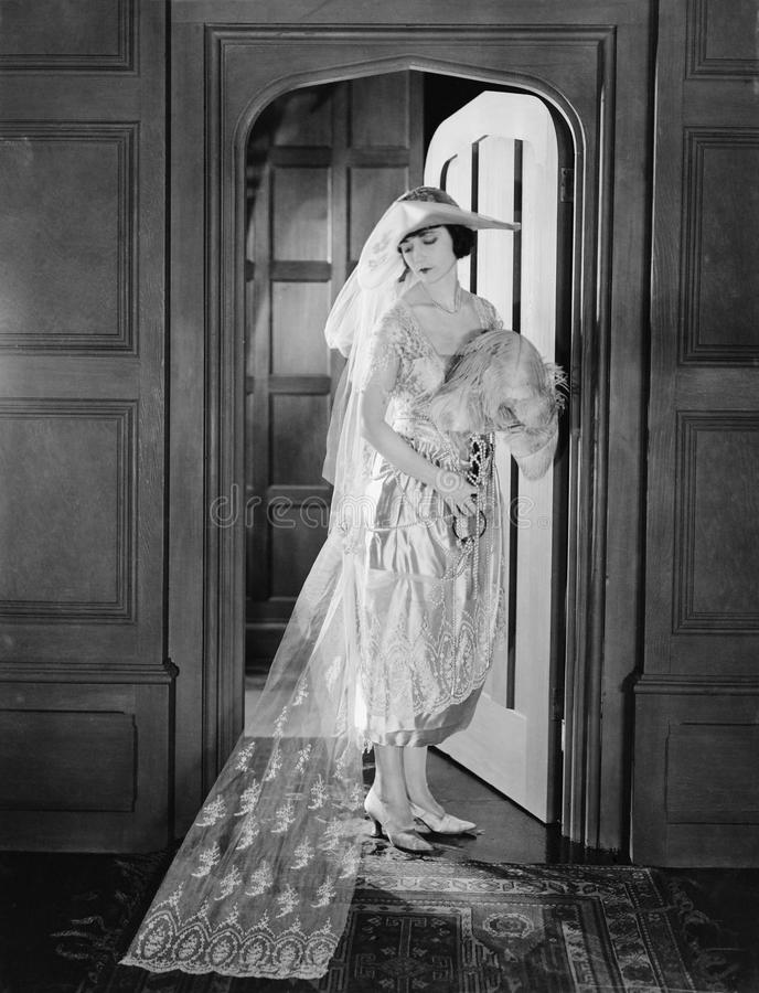 Ritratto della sposa in entrata (tutte le persone rappresentate non sono vivente più lungo e nessuna proprietà esiste Garanzie de fotografie stock