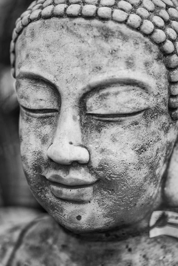 Ritratto della statua di stordimento Buddha con profondità di campo bassa e immagine stock