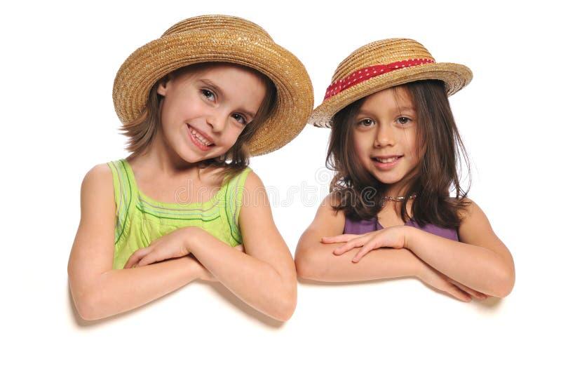 Ritratto delle bambine che tengono un segno immagini stock