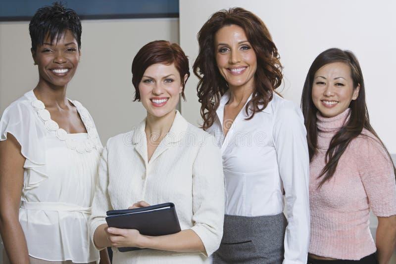 Ritratto delle donne di affari multietniche immagine stock