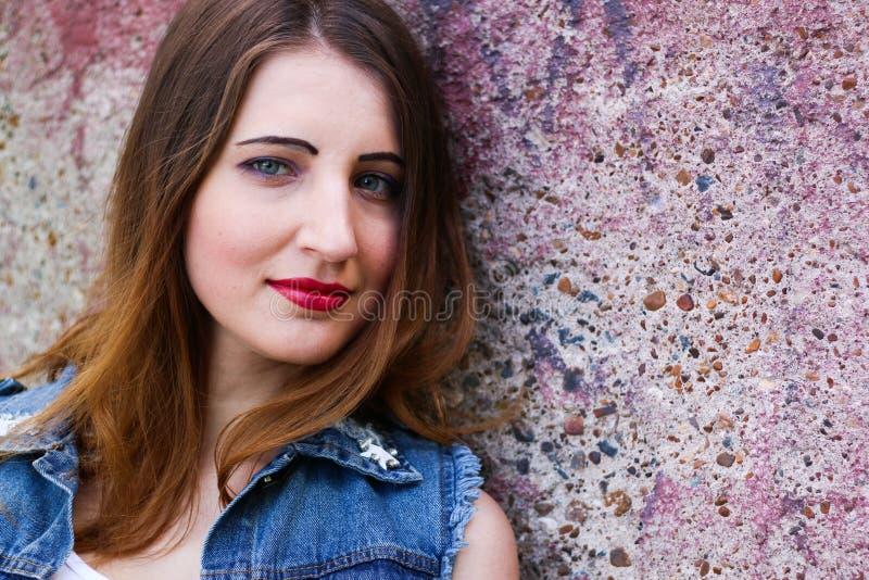 Ritratto delle giovani donne attraenti con l'aspetto non standard immagini stock libere da diritti