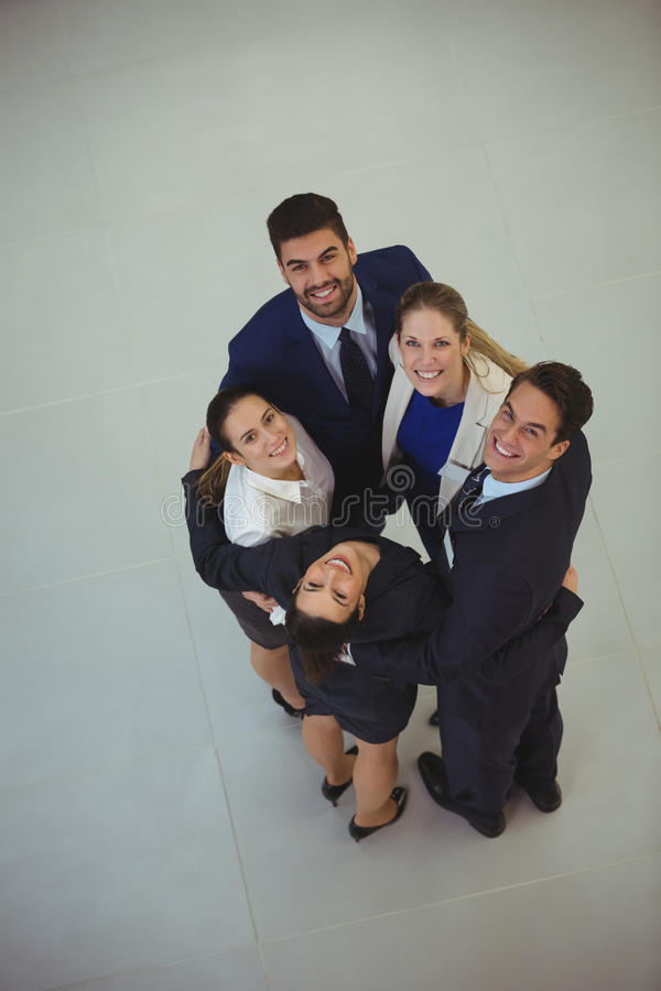 Ritratto delle persone di affari che formano calca immagine stock