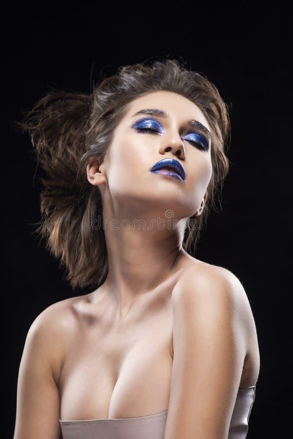 Ritratto delle spalle nude asiatiche di un bello grande seno, vangua fotografia stock