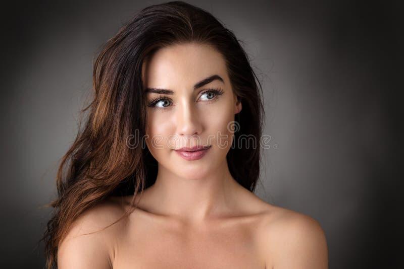 Ritratto dello studio della donna immagini stock