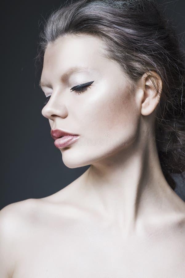 Ritratto dello studio di bella donna fotografia stock libera da diritti