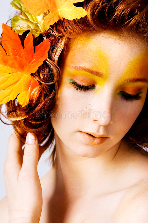 Ritratto di autunno di un modello femminile immagini stock libere da diritti