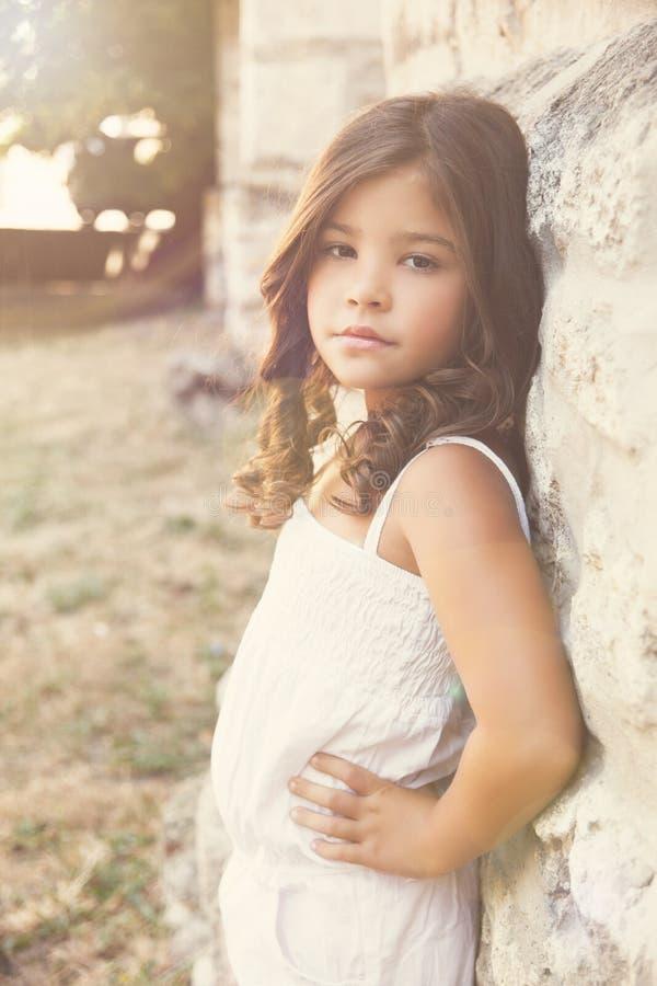 Ritratto di bella bambina lunatica fotografia stock